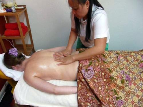 Ganzkörpermassage - thailändische Ölmassage