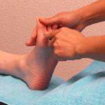 Fussreflexzonenmassage Stimulation der Reflexpunkte